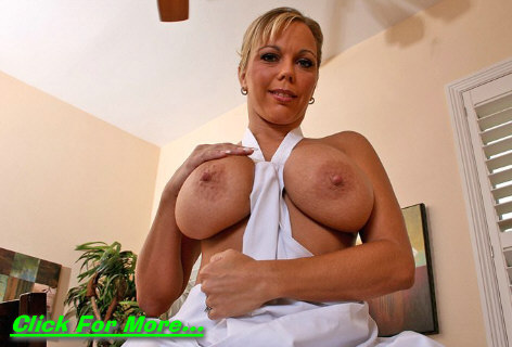 Busty Mom Amber Bach at Mommy Got Boobs